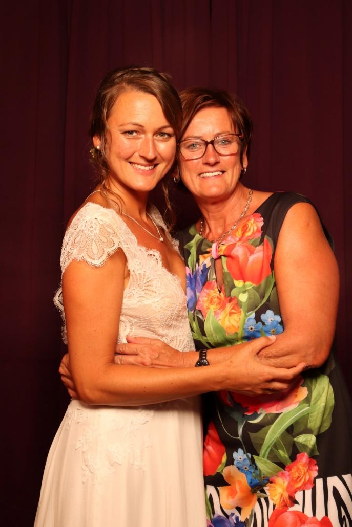 Braut mit Brautmutter
