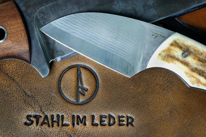 Stahl im Leder