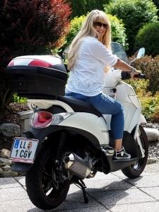 Frau-auf-Motorrad