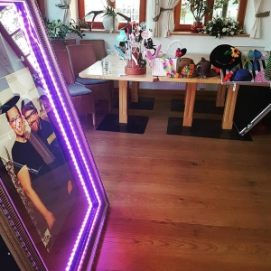 mirror selfie box mit Requisiten Hoamat